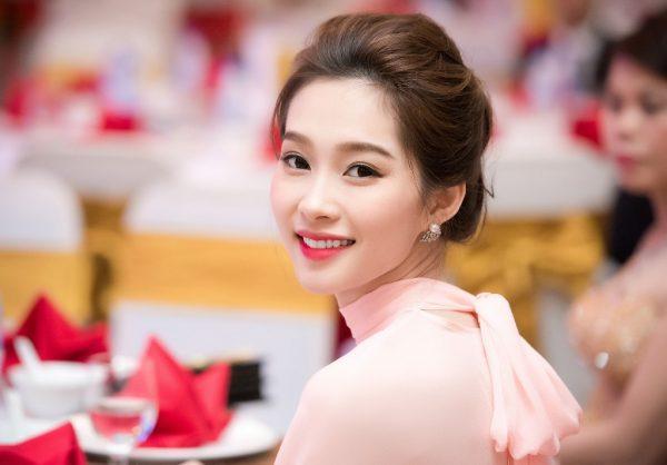 Các kiểu bông tai đẹp khiến sao Việt và thế giới mê mẫn hình ảnh 3