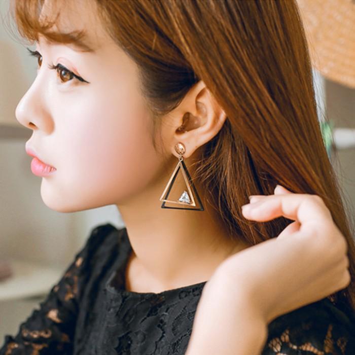 Các kiểu bông tai đẹp khiến sao Việt và thế giới mê mẫn hình ảnh 21