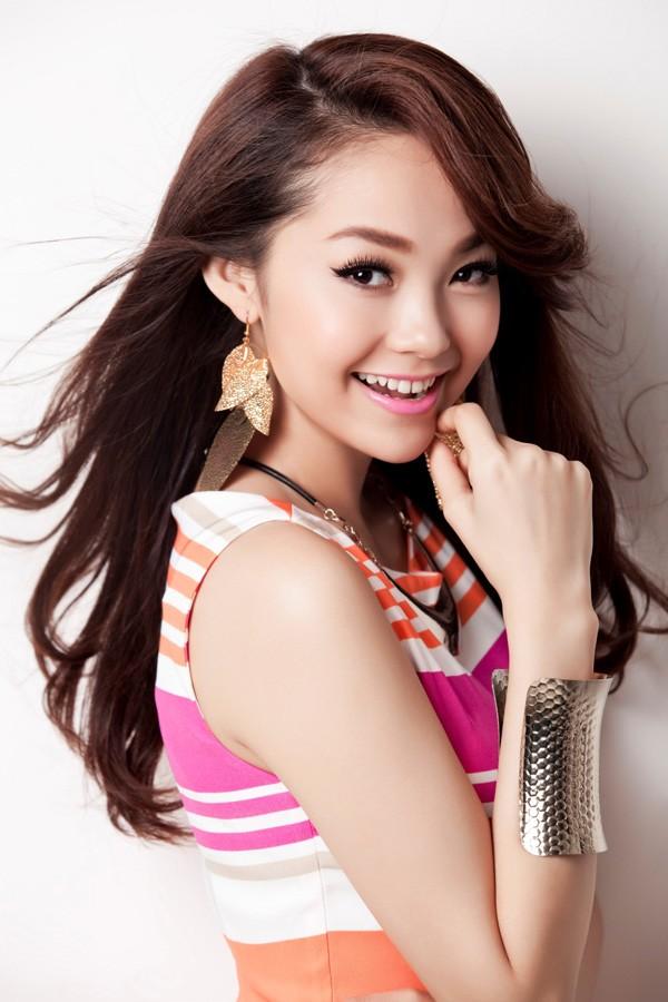 Các kiểu bông tai đẹp khiến sao Việt và thế giới mê mẫn hình ảnh 20