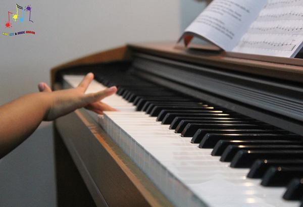 Bóc mẽ lý do tại sao nên cho bé học piano ngay từ nhỏ?