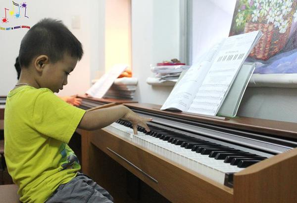 Bóc mẽ lý do tại sao nên cho bé học piano ngay từ nhỏ hình ảnh 2