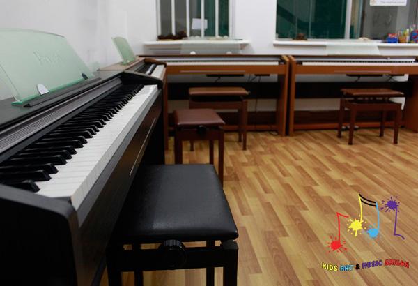 Bóc mẽ lý do tại sao nên cho bé học piano ngay từ nhỏ hình ảnh 4