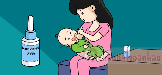 Cách trị sổ mũi cho bé bằng nước muối sinh lý