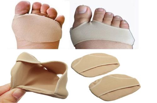 Sử dụng tấm đệm chân để giúp bé giảm đau