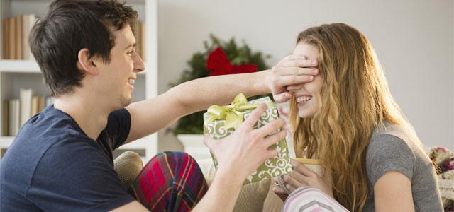 Những sai lầm khi chọn quà Giáng sinh cho bạn gái mà 500 anh em cần phải biết