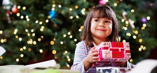 Chọn quà Giáng sinh cho bé vừa đáng yêu vừa bổ ích