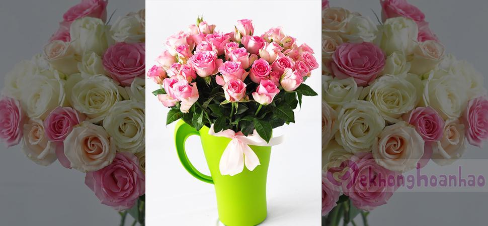 Cách cắm hoa hồng đơn giản để bàn xinh lung linh
