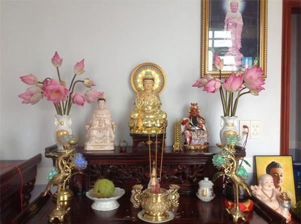Cách cắm hoa sen trên bàn thờ hình ảnh 12