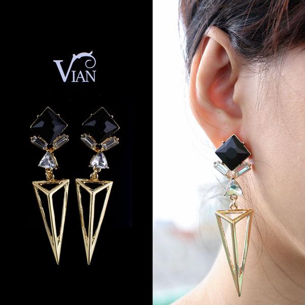 Muôn kiểu khuyên tai đẹp cá tính của cô nàng fashionista Châu Bùi hình ảnh 8