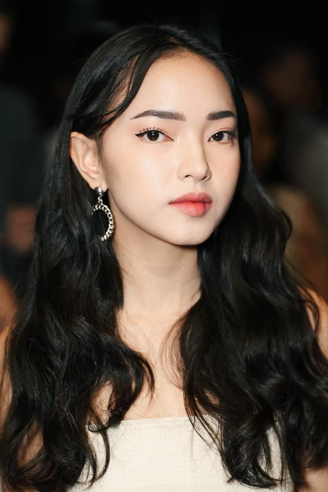 Muôn kiểu khuyên tai đẹp cá tính của cô nàng fashionista Châu Bùi hình ảnh 3