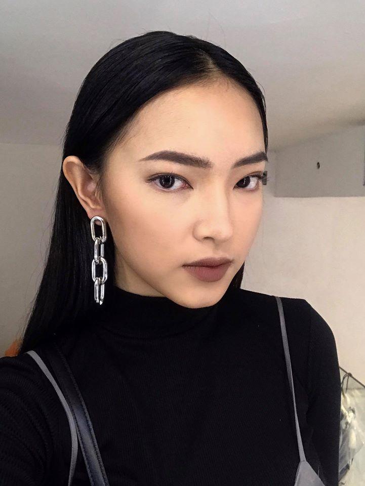 Muôn kiểu khuyên tai đẹp cá tính của cô nàng fashionista Châu Bùi hình ảnh 5