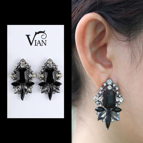 Muôn kiểu khuyên tai đẹp cá tính của cô nàng fashionista Châu Bùi hình ảnh 13