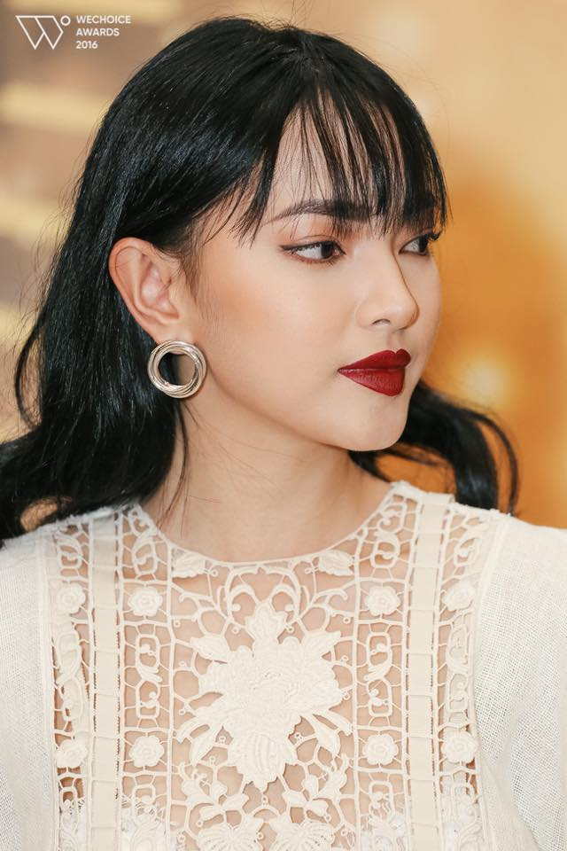 Muôn kiểu khuyên tai đẹp cá tính của cô nàng fashionista Châu Bùi hình ảnh 7