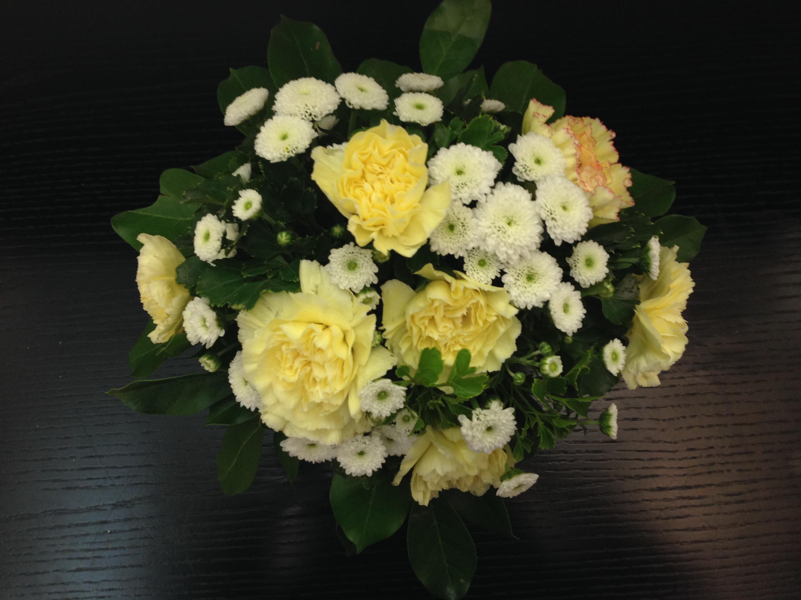 Hướng dẫn cách cắm hoa cúc đẹp nhỏ nhắn xinh xắn hình 6