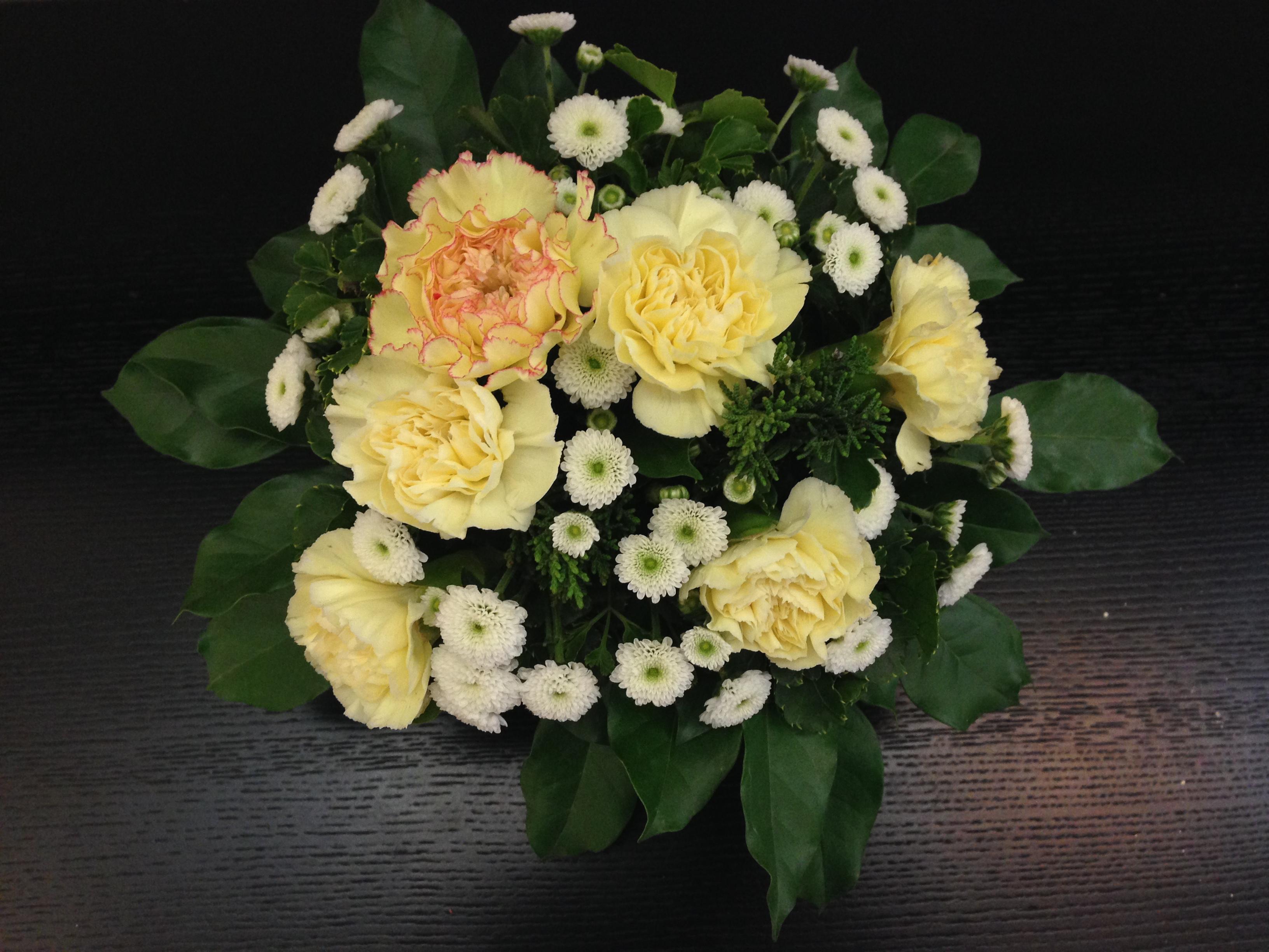 Hướng dẫn cách cắm hoa cúc đẹp nhỏ nhắn xinh xắn hình 8