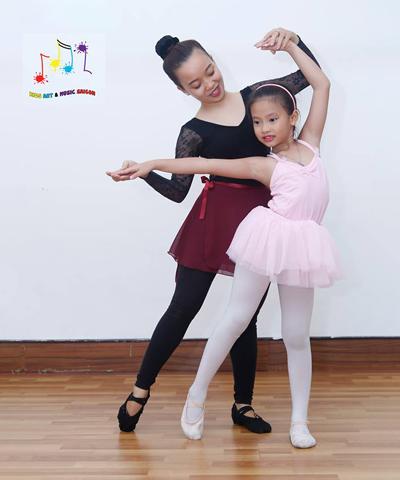 """Eo thon, dáng đẹp và nhiều lợi ích """"khổng lồ"""" với khóa múa ballet cho bé"""