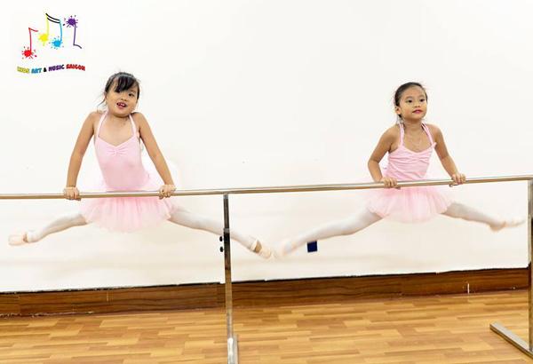"""Eo thon, dáng đẹp và nhiều lợi ích """"khổng lồ"""" với khóa múa ballet cho bé hình ảnh 4"""