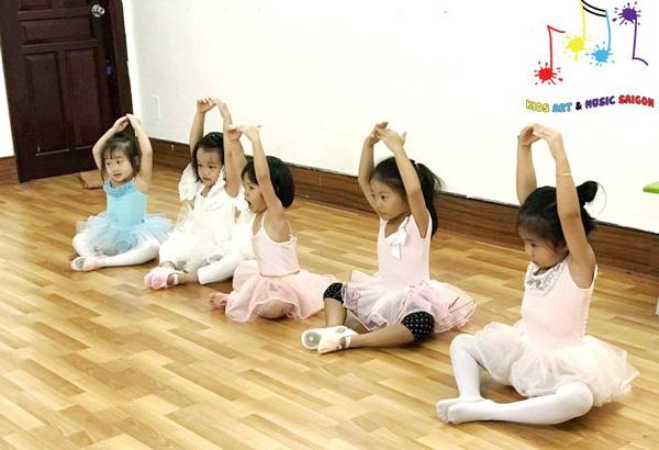 """Eo thon, dáng đẹp và nhiều lợi ích """"khổng lồ"""" với khóa múa ballet cho bé hình ảnh 5"""